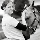 Unsere Expertin bei der Blutegeltherapie: Severine Stehling. © Julia Mihatsch Fotografie