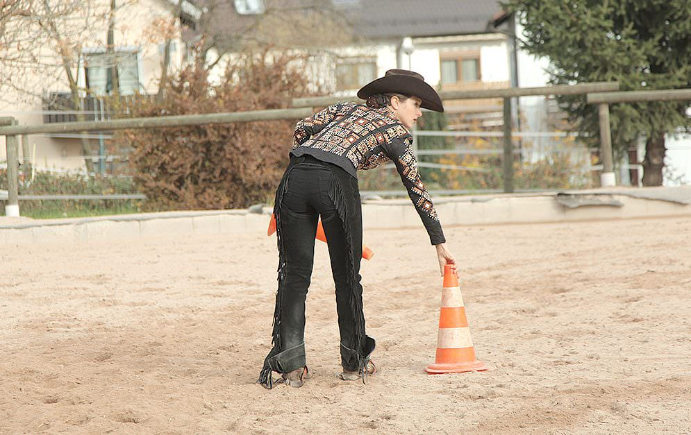 Wie wär's mal mit einer ganz anderen Übung? Durch blindes Reiten kannst du dein Gefühl für's Pferd enorm verbessern.