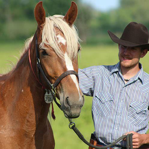 Tom Beetz kam vom Wintersport zu den Pferden - und jetzt zum Mustang Makeover! Dabei hat er sich nicht mal selbst angemeldet, sondern wurde vorgeschlagen.