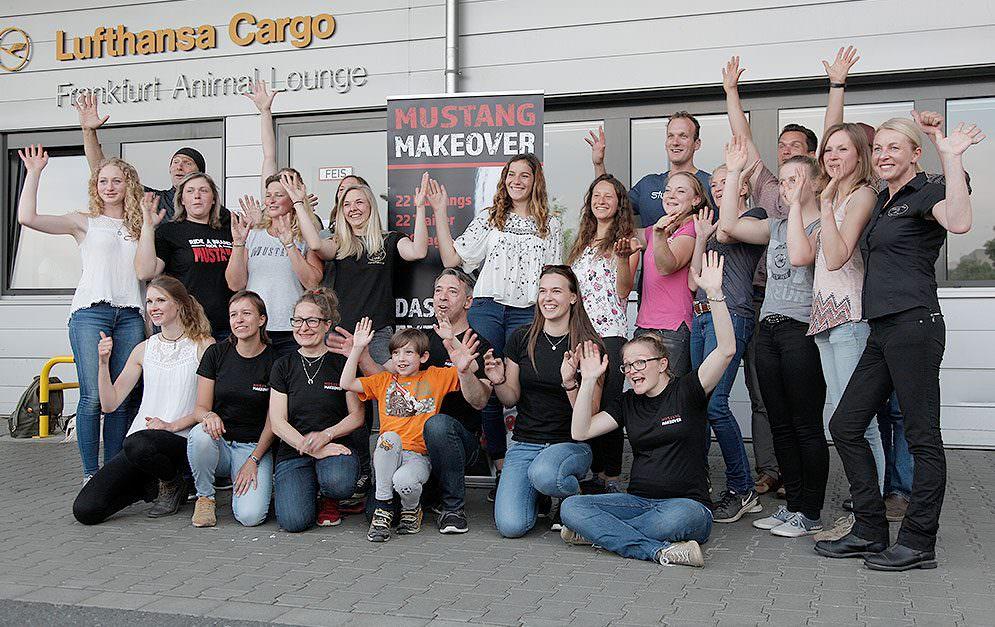 Am Flughafen in Frankfurt kam Ende April eine besondere Fracht an - amerikanische Mustangs. Diese wurden für's Mustang Makeover von ihren Trainern abgeholt.