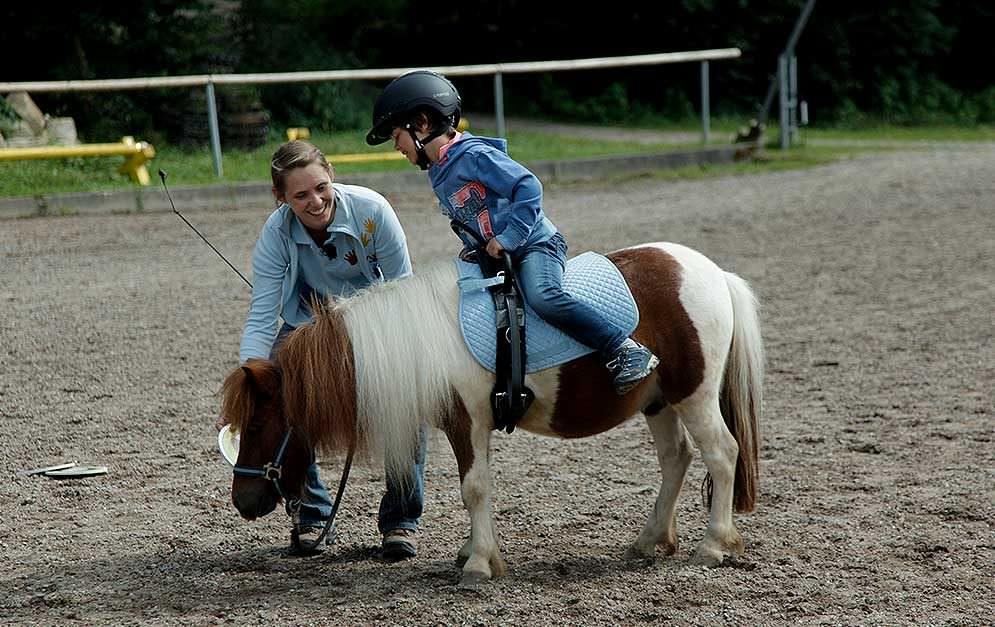 Die Kleinen Glücksritter ermöglichen schwerkranken Kindern den Kontakt zu Pferden, um ihnen noch einige schöne Momente zu schenken.