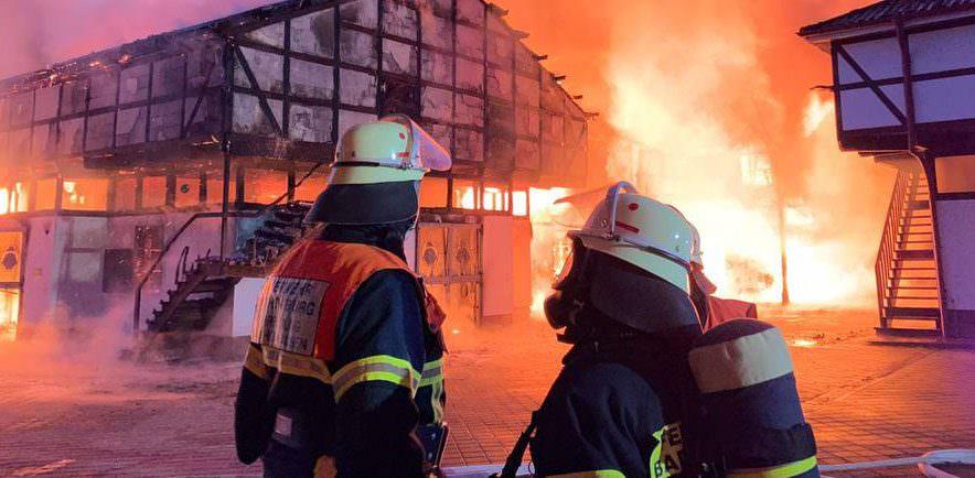 Feuer auf dem Gestüt Erlenhof: Mehrere Pferde verendeten in den Flammen, zwei Personen erlitten Rauchgasverletzungen. © Michael Seeboth (hr)