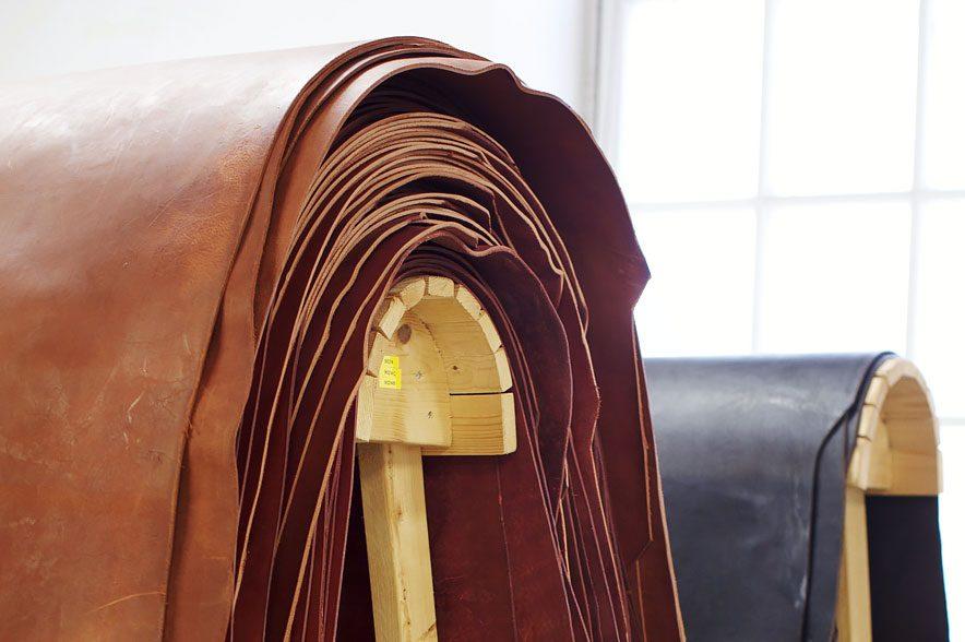 Bei allen Produkten von Hillbury wird ausschließlich pflanzlich gegerbtes Leder verwendet. © Hillbury