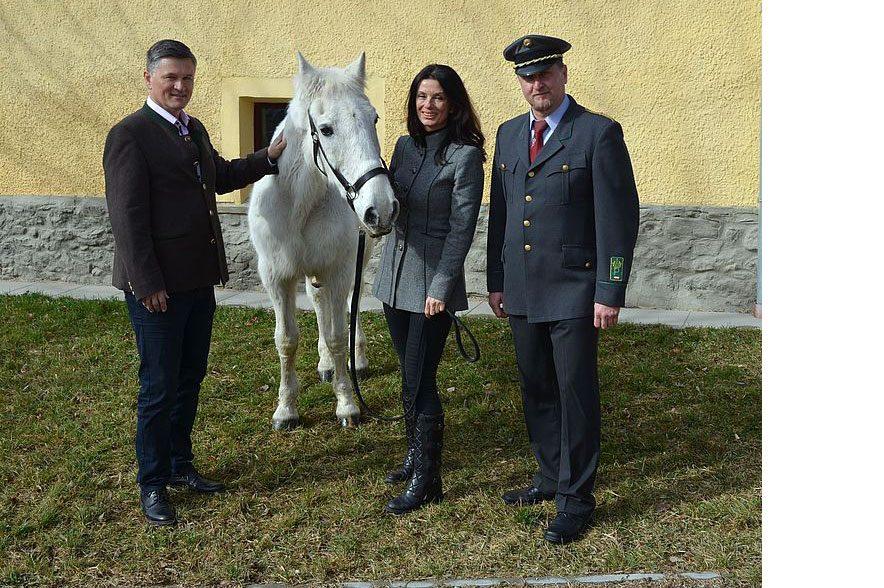 Sonja Klima, Erwin Klissenbauer und Erwin Movia mit Nima I. © SRS