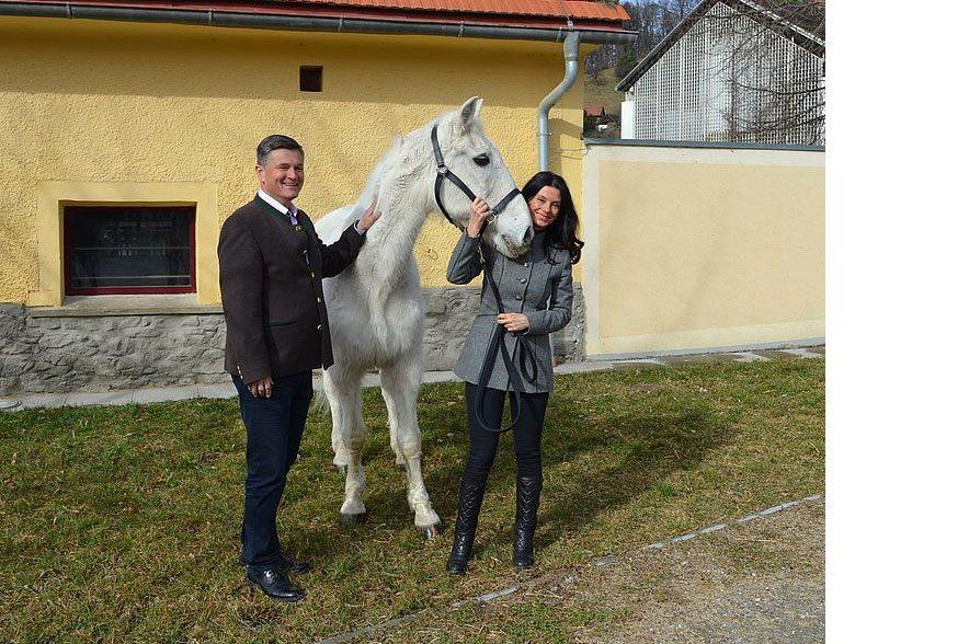 Die beiden Geschäftsführer Sonja Klima und Erwin Klissenbauer mit Nima I. © SRS