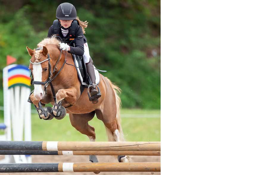 Viele begabte Kinder und Jugendliche gingen mit ihren Ponys und Pferden an den Start. © Thomas Ix Photography