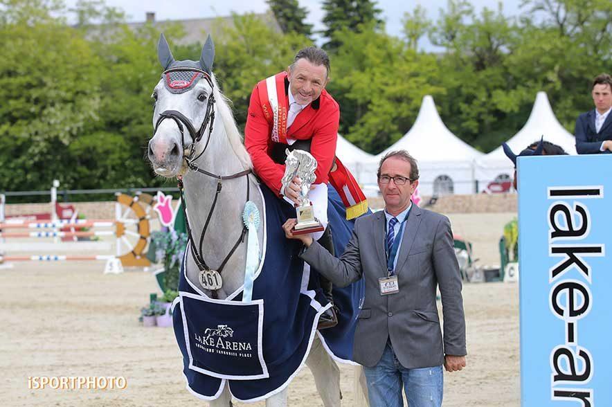 Equestrian Springbreak 2019: Grand-Prix-Sieger Manfred Scheid bei der feierlichen Prämierung. © iSPORTPHOTO