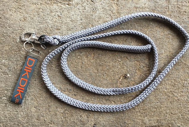 Ist dir schon einmal der Strick oder das Halfter kaputt gegangen, als dein Pferd sich am Anbinder erschrocken hat? Dagegen könnte der Strick von DikDik helfen.