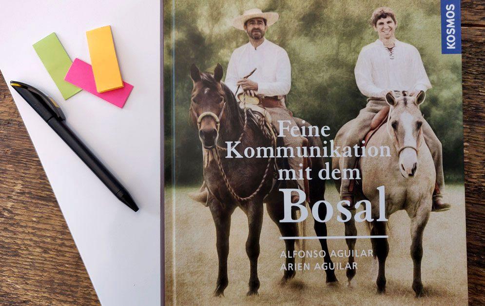 Feine Kommunikation mit dem Bosal von Alfonso und Arien Aguilar: Gebissloses Reiten boomt. Aber welches Bosal ist gut und worauf kommt es an? Alfonso und Arien Aguilar haben sich diesem Thema angenommen und ein großartiges Buch verfasst.