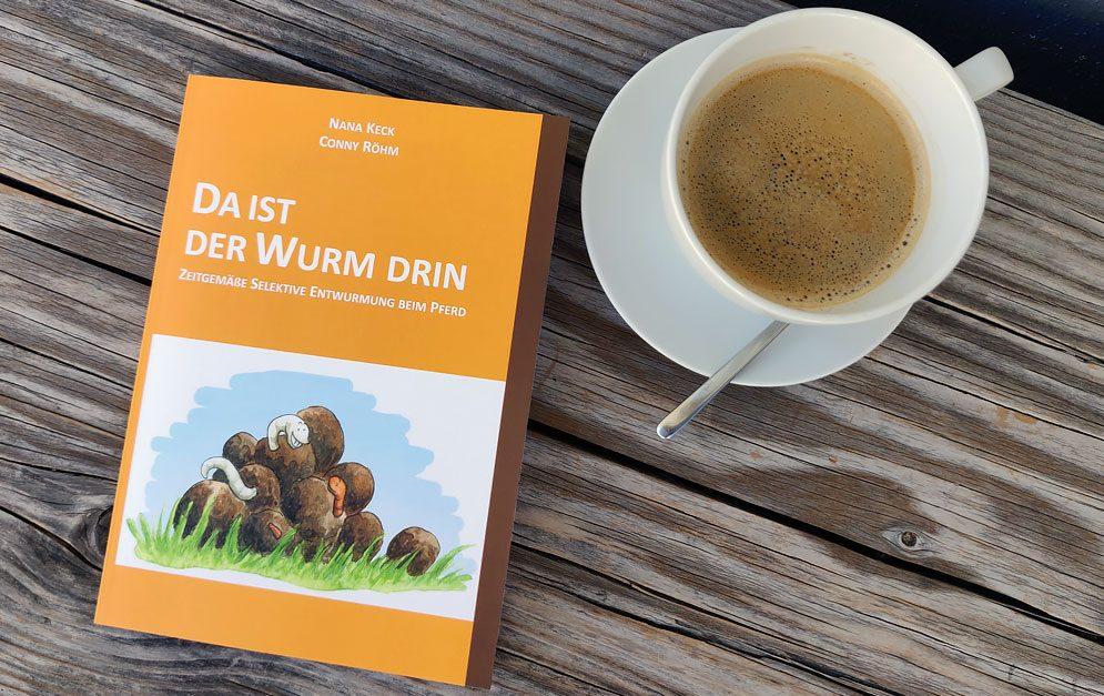 """Mit """"Da ist der Wurm drin"""" gelingt Nana Keck und Conny Röhm eine perfekte Zusammenfassung aller Themenbereiche rund um die zeitgemäße Selektive Entwurmung beim Pferd."""