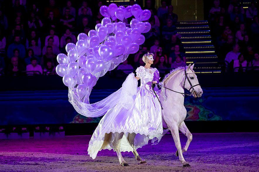 Ein buntes Potpourri aus Sport, Spaß und Spannung rund ums Pferd bietet die Leipziger Pferdenacht am Samstagabend auf der PARTNER PFERD 2020. © Sportfotos-Lafrentz.de