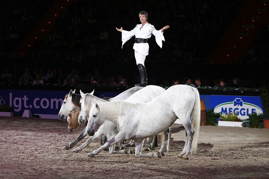Bereits 2011 verzauberte Jean-François Pignon die Olympiahalle. Nun kommt er für zwei Auftritte mit 14 Pferden und neuem Programm zu den nächsten MUNICH INDOORS in die Olympiahalle. © Thomas Hellmann