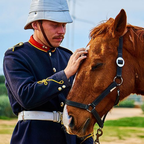 Egal bei was - irgendwann verblassen alte Traditionen oder sind nur noch bruchstückhaft vorhanden und werden durch Neuartiges ergänzt. So auch unsere Reitlehre oder der Umgang mit Pferden.
