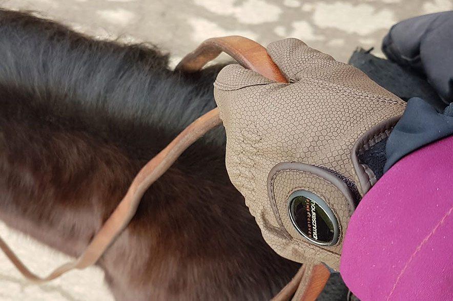 Der Handschuh von Hauke Schmidt fiel den Testern vor allem durch den langen Handschuh-Schaft positiv auf.