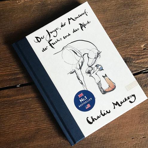 Der Nr.1 Bestseller aus England: Die tollen Zeichnungen und Geschichten von Charlie Mackesy sind seit kuzer Zeit auch in Deutschland als Buch erhältlich.