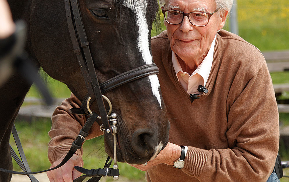 Fritz Stahlecker fand heraus, dass eine Standard-Kandare einige Probleme für's Pferd birgt - deshalb hat er eine Alternative entwickelt.