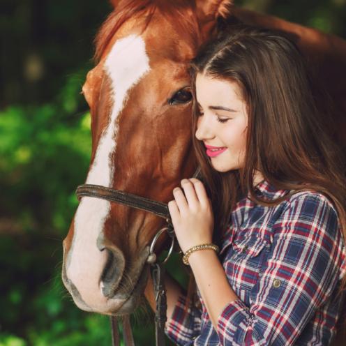 Möchtest du die Beziehung zu deinem Pferd stärken & ein gutes Vertrauensverhältnis schaffen? Wenn du das beachtest, wird es dich mit anderen Augen sehen!